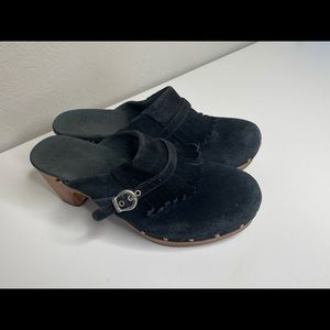 Ugg Black Suede Leather Clogs shoes Slip On size 9